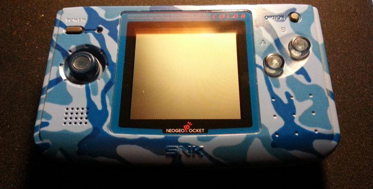 Vista frontale del Neo Geo Pocket Color