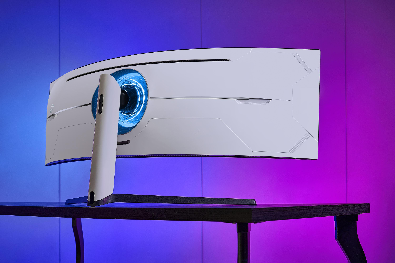 Samsung presenta Odyssey G9, il gaming monitor curvo con risoluzione DQHD 1